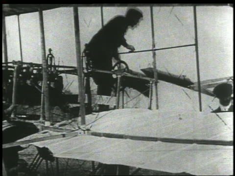 wright brothers preparing for flight - anno 1903 video stock e b–roll