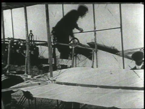 vídeos de stock, filmes e b-roll de wright brothers preparing for flight - orville wright