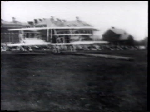 vs 'wright flyer' catapuled taking off in flight w/ crowd standing fg biplane banking left over field aviation pioneers orville wright lieutenant... - 1900 1909 stock-videos und b-roll-filmmaterial