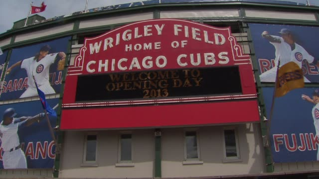 wrigley field sign on opening day at wrigley field on april 08, 2013 in chicago, illinois - 1日目点の映像素材/bロール