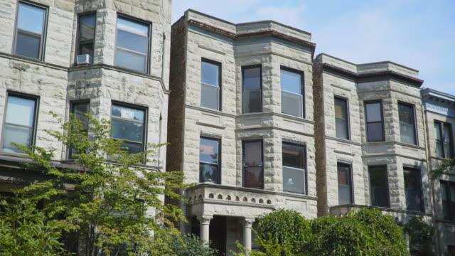 stockvideo's en b-roll-footage met wrigleyville greystone apartments day - establishing shot