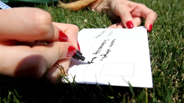 het schrijven van een briefkaart