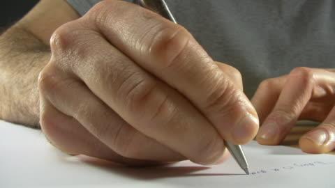 vídeos de stock, filmes e b-roll de escrever as mãos - manuscrito texto