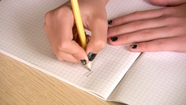 vídeos de stock e filmes b-roll de hd: escrever trabalho de casa - escrita ocidental