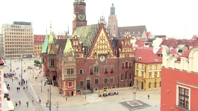 wroclaw city hall - erkerfenster stock-videos und b-roll-filmmaterial
