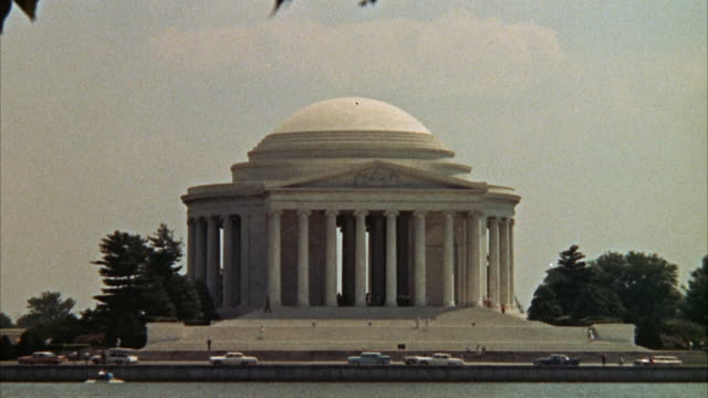 vidéos et rushes de ws pan view of potomac river to jefferson memorial / washington d.c. , united states - jefferson memorial