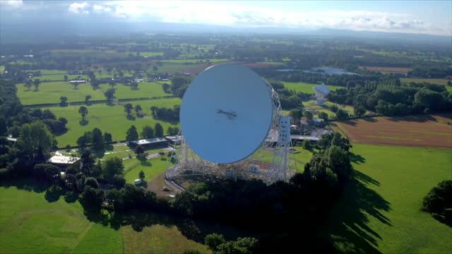 wss lovell telescope at jodrell bank, uk - optical equipment stock videos & royalty-free footage