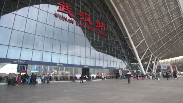 wuhan railway station - stazione video stock e b–roll