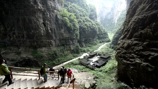 ws wulong karst landform / chongqing, china - tourist stock-videos und b-roll-filmmaterial