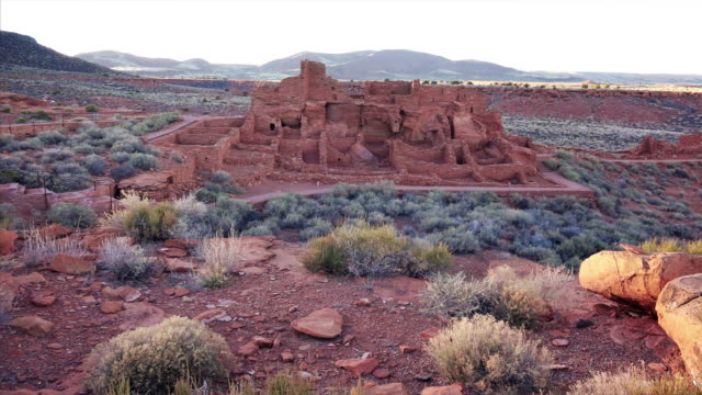 wupatki pueblo at wupatki national monument in arizona - puebloan peoples stock videos & royalty-free footage