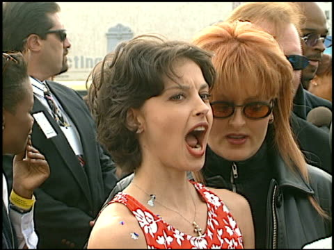 vidéos et rushes de wynonna judd at the 1997 nickelodeon kids' choice awards arrivals at grand olympic auditorium in los angeles california on april 19 1997 - wynonna judd