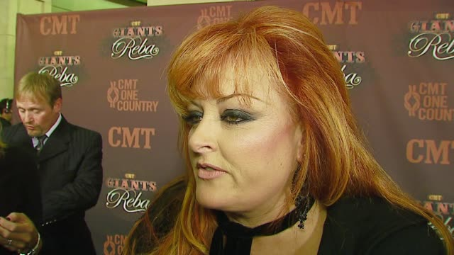 vidéos et rushes de wynonna on the country music community honoring legends at the cmt giants honoring reba mcentire at the kodak theatre in hollywood california on... - wynonna judd