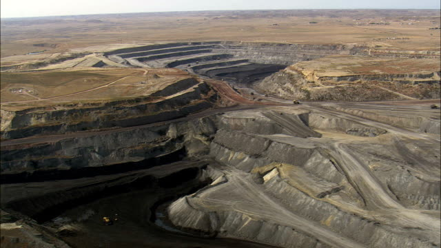 stockvideo's en b-roll-footage met wyodak mine - luchtfoto - wyoming, campbell county, verenigde staten - wyoming