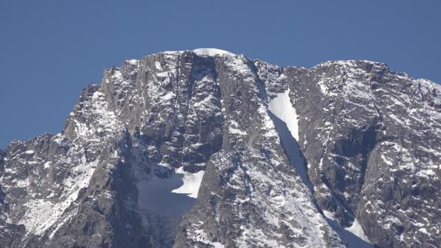 wyoming dike on mount moran close view - モラン山点の映像素材/bロール