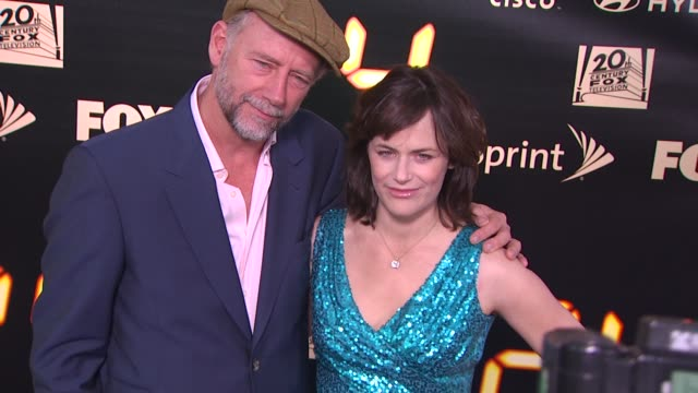 xander berkeley and sarah clarke at the '24' series finale party at hollywood ca. - 女優 サラ クラーク点の映像素材/bロール