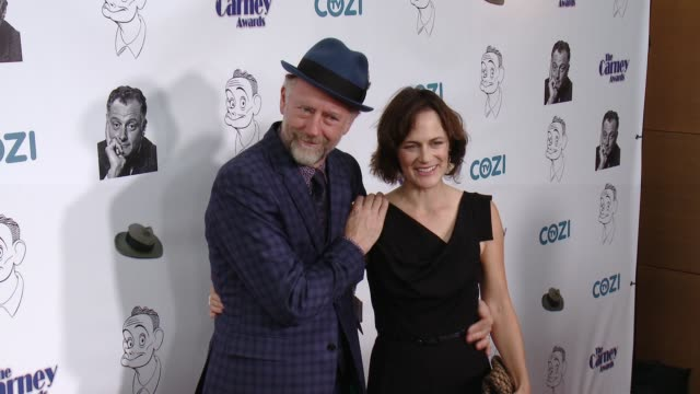 xander berkeley and sarah clarke at the the 3rd annual carney awards at the broad stage on october 29, 2017 in santa monica, california. - 女優 サラ クラーク点の映像素材/bロール