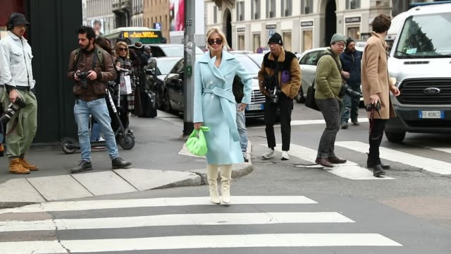 vídeos de stock, filmes e b-roll de xenia adonts is seen wearing ermanno scervino a she arrives at the ermanno scervino show at milan fashion week autumn/winter 2019/20 on february 23... - xenia van der woodsen