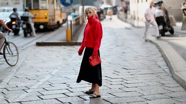 vídeos de stock, filmes e b-roll de xenia adonts wearing red turtleneck red clutch black asymmetric skirt sandals is seen outside sportmax during milan fashion week spring/summer 2019... - xenia van der woodsen
