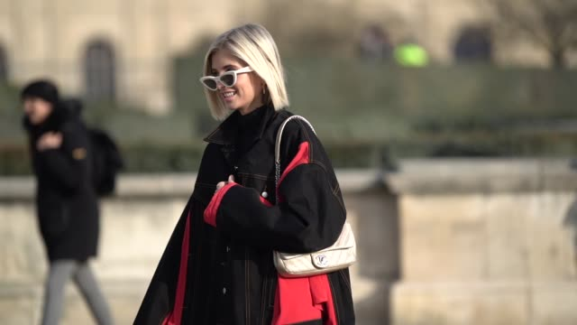 vídeos de stock, filmes e b-roll de xenia adonts wears a black and red denim jacket red pants sunglasses outside offwhite during paris fashion week menswear f/w 20192020 on january 16... - xenia van der woodsen
