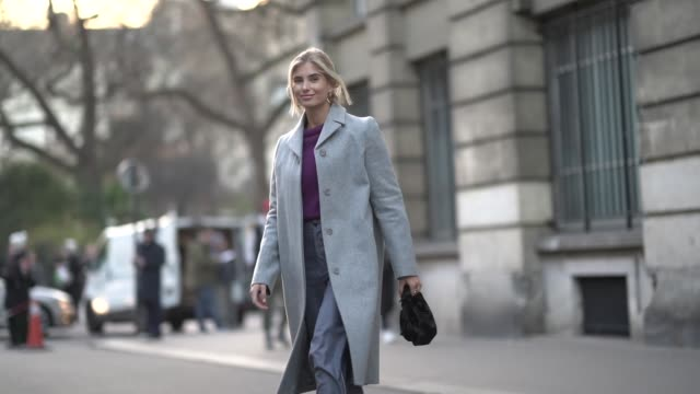 vídeos de stock, filmes e b-roll de xenia adonts wears a gray coat a purple top flare pants white sneakers a black bag outside ralph russo during paris fashion week haute couture spring... - xenia van der woodsen
