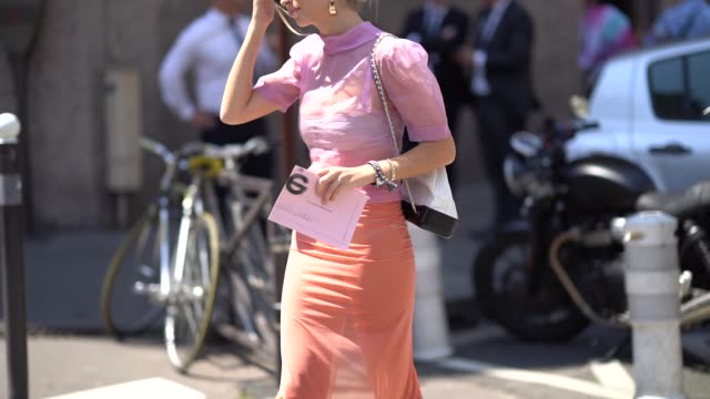 vídeos de stock, filmes e b-roll de xenia adonts wears a pink lace mesh top an orange skirt heels shoes sunglasses a chanel bag outside acne studios during paris fashion week womenswear... - xenia van der woodsen