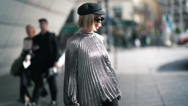 vídeos de stock, filmes e b-roll de xenia adonts wears a silver pleated top a cap hat a bag flared pants white shoes outside giambattista valli during paris fashion week womenswear... - xenia van der woodsen