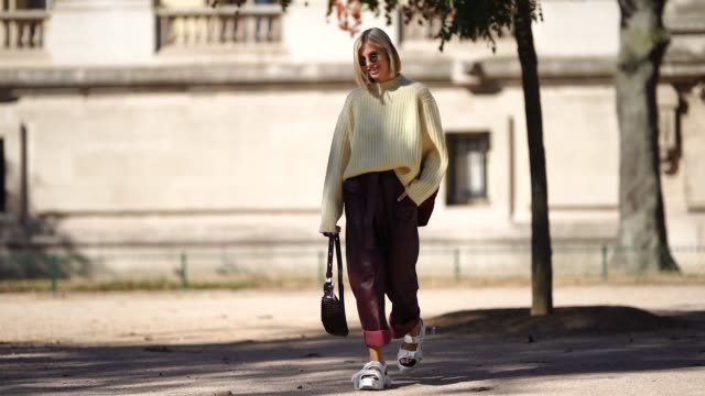 vídeos de stock, filmes e b-roll de xenia adonts wears a wool pullover brown leather pants white shoes outside margiela during paris fashion week womenswear spring/summer 2019 on... - xenia van der woodsen