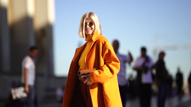vídeos de stock, filmes e b-roll de xenia adonts wears an orange turtleneck top an orange coat brown pants sunglasses outside rochas during paris fashion week womenswear spring/summer... - xenia van der woodsen