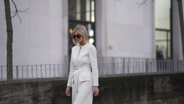 vídeos de stock, filmes e b-roll de xenia adonts wears aviator sunglasses a golden choker necklace a white long coat/dress a belt with golden buckle white quilted shoes with golden tips... - xenia van der woodsen