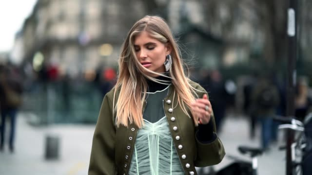 vídeos de stock, filmes e b-roll de xenia van der woodsen wears a green bomber jacket a mesh lace dress black boots a turtleneck top a black clutch outside viktor rolf during paris... - xenia van der woodsen