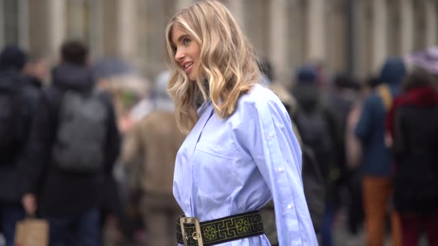 vídeos de stock, filmes e b-roll de xenia van der woodsen wears a pale blue shirt a bag a belt sunglasses red thigh high boots outside balmain during paris fashion week womenswear... - xenia van der woodsen