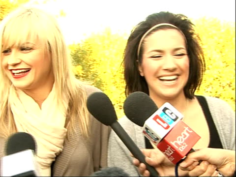 stockvideo's en b-roll-footage met factor finalists; sam bennett, stacey lincoln, sophie wilson and emily mcnamee interview sot - reaction to reaching live final of television reality... - spelkandidaat