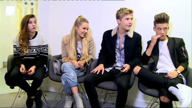 stockvideo's en b-roll-footage met former contestants stevi richie and only the young interviews; only the young interview sot - spelkandidaat