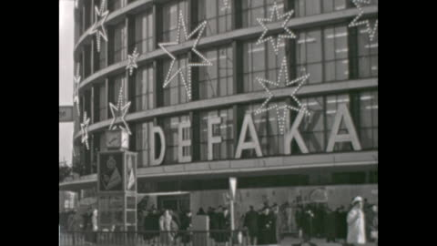 """stockvideo's en b-roll-footage met mas shopping in the 1950s, shopping centre kadewe """"weihnachtsgeschenke"""" - christmas presents, """"lichthaus tauentzien"""", ruin of the church... - shopping centre"""