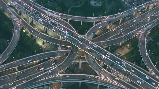 vídeos y material grabado en eventos de stock de x-shape overpass in modern city of china - cruz forma