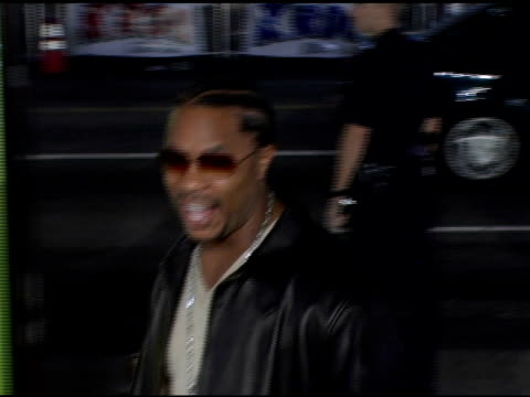 xzibit at the 'domino' los angeles premiere at grauman's chinese theatre in hollywood, california on october 11, 2005. - xzibit点の映像素材/bロール