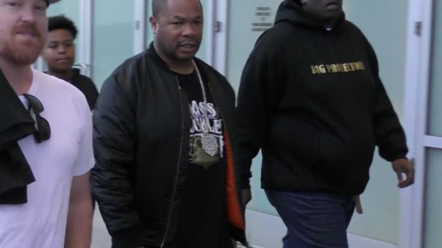 xzibit attends the lakers vs rockets game at staples center in los angeles in celebrity sightings in los angeles, - xzibit点の映像素材/bロール