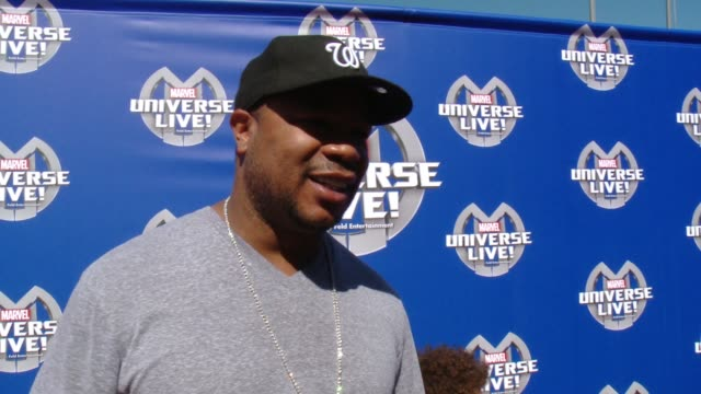 xzibit on what he is most looking forward to seeing at marvel universe live, who his favorite superhero is and what super power he would like to have... - xzibit点の映像素材/bロール
