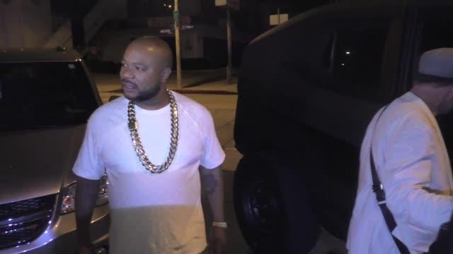 xzibit shows off his urban bulletproof vehicle outside craig's restaurant in west hollywood in celebrity sightings in los angeles, - xzibit点の映像素材/bロール