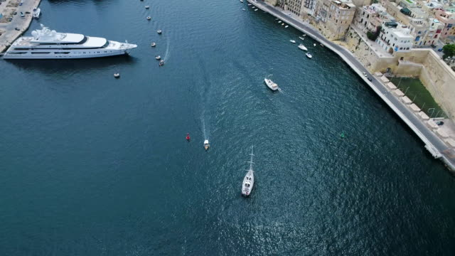 stockvideo's en b-roll-footage met yacht marina in grand harbour, valletta, malta - valletta