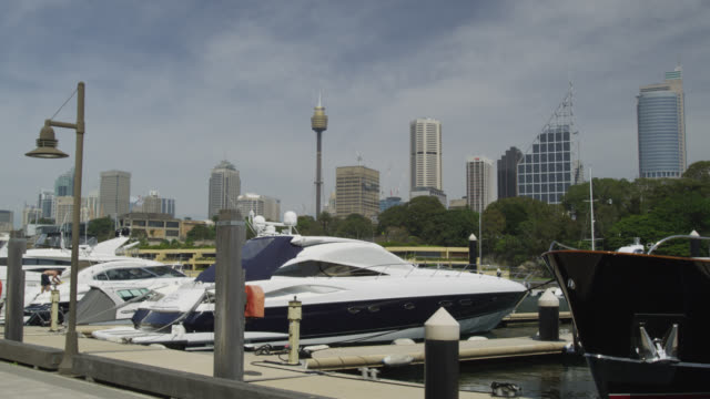 yachts at the finger wharf at woomoolloomoo bay with the skyline of sydney cbd, sydney, new south wales, australia - lockdown stock videos & royalty-free footage
