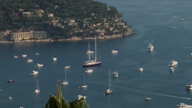 vídeos de stock, filmes e b-roll de zo, ws, ha, yachts in harbor, cap ferrat, cannes, france - fan palm tree