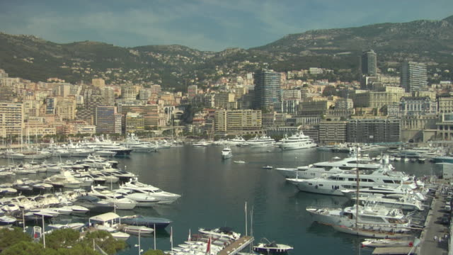 vídeos de stock, filmes e b-roll de ws, yachts in monte-carlo harbor, town and hills in background monaco - marina