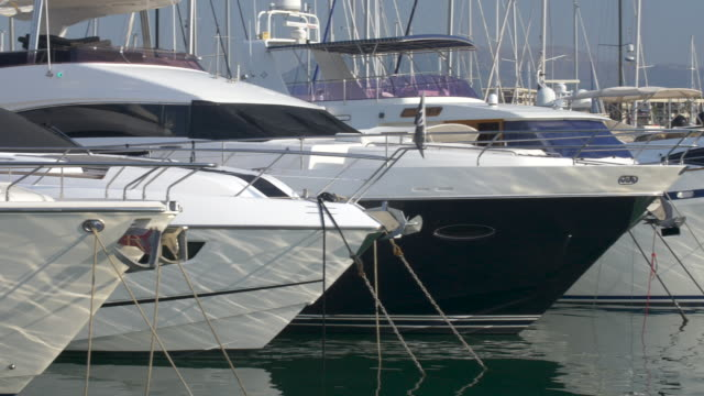 stockvideo's en b-roll-footage met jachten in de haven, port vauban, antibes. cote d'azur. - aangelegd