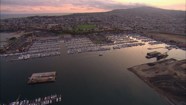 stockvideo's en b-roll-footage met aerial yachts moored at long beach marina at sunset, long beach, california, usa - long beach californië