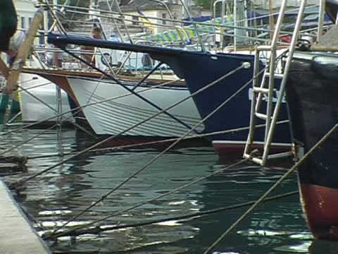 yachten pier - anker werfen stock-videos und b-roll-filmmaterial