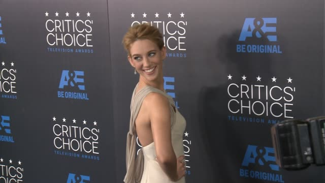 yael grobglas at the 2015 critics' choice television awards at the beverly hilton hotel on may 31, 2015 in beverly hills, california. - the beverly hilton hotel stock videos & royalty-free footage