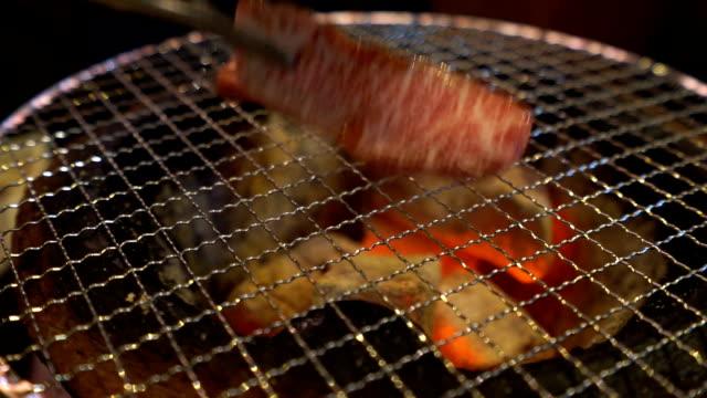 vídeos y material grabado en eventos de stock de buey wagyu de yakiniku a4 - carne de vaca