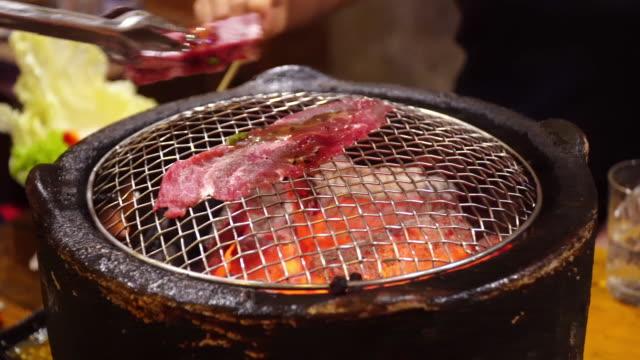 焼肉、日本の牛肉のバーベキュー料理。 - 韓国文化点の映像素材/bロール