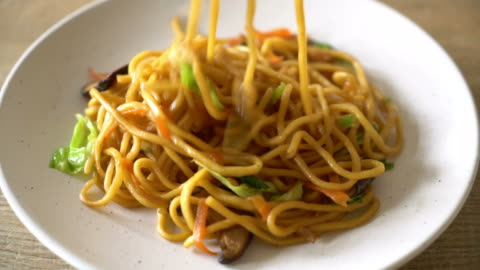 yakisoba noodles stir-fried with vegetable - noodles stock videos & royalty-free footage